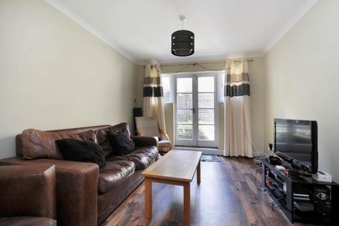 2 bedroom flat to rent - Godolphin Road, Shepherds Bush, London, W12