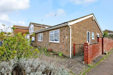 2 bedroom detached bungalow for sale - Adelaide Close, Worthing BN13 3HN