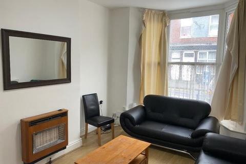 4 bedroom end of terrace house for sale - Grafton Street, Kingston Upon Hull, HU5 2NR