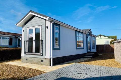 2 bedroom detached bungalow for sale - Woodside Park Homes, Luton