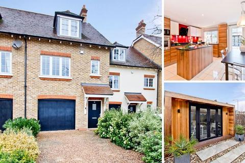 3 bedroom townhouse for sale - Three Bedroom Three Bathroom Town House with Garage and Home Office Huntington Close, Bexley