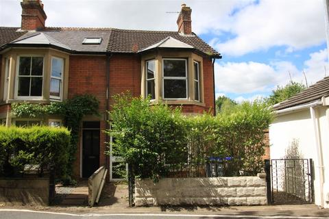 3 bedroom end of terrace house for sale - Lower Road, Salisbury