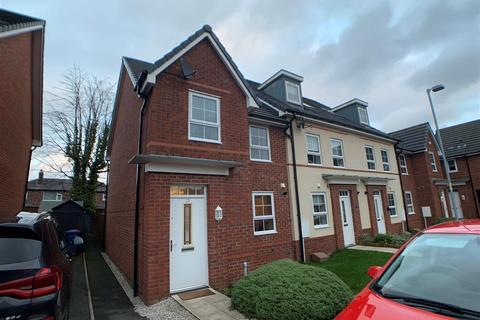 3 bedroom end of terrace house for sale - Holden Drive, Swinton, Manchester