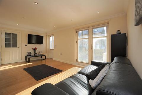 2 bedroom ground floor flat for sale - Anne McNamara House, Lydgate Lane, Crookes, Sheffield, S10 5FP