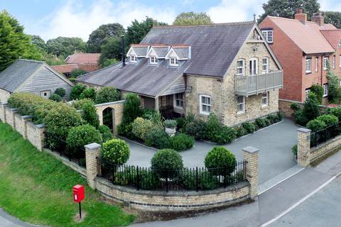 3 bedroom detached house for sale - Driffield Road, Huggate