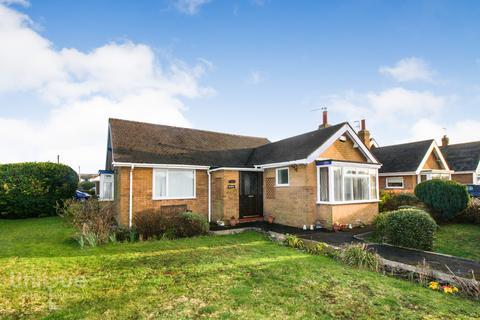 3 bedroom bungalow for sale - Singleton Avenue, Lytham St. Annes, Lancashire, FY8