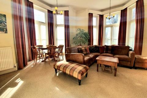 3 bedroom flat for sale - Flat , Beltry Court, Devonshire Place, Eastbourne