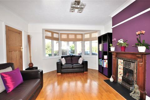 3 bedroom semi-detached house for sale - Meadway Close, Staines-upon-Thames, Surrey, TW18