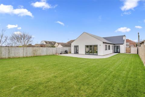 4 bedroom bungalow for sale - Two Hedges Road, Bishops Cleeve, Cheltenham, Gloucestershire, GL52