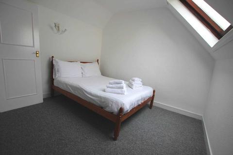 1 bedroom flat - 3 Milman Road