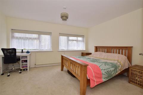 4 bedroom semi-detached house for sale - Elmcroft Avenue, Wanstead