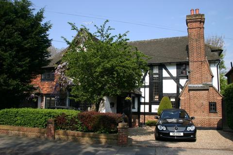 5 bedroom detached house for sale - Heath Drive, Gidea Park, Romford RM2