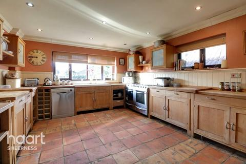 3 bedroom bungalow for sale - Princes Avenue, Sheerness