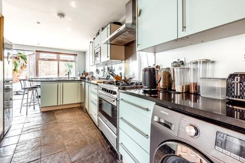 2 bedroom semi-detached house for sale - Napier Road Bromley BR2