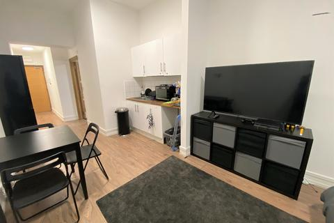 Studio to rent - Burnside Road, Chadwell Heath RM8
