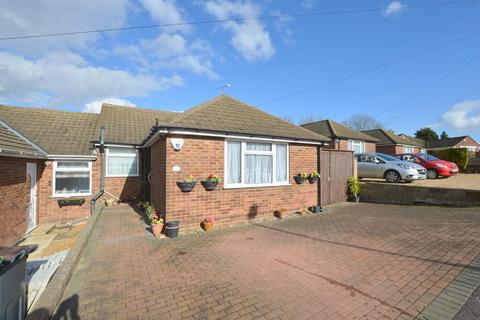 3 bedroom bungalow for sale - Hillary Crescent, Farley Hill, Luton, Bedfordshire, LU1 5JH