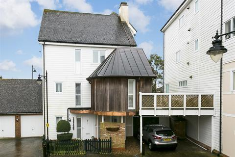5 bedroom house for sale - Imperial Close, Kings Hill, West Malling