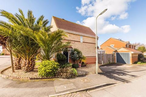 2 bedroom semi-detached house for sale - Pebble Close, Hayling Island