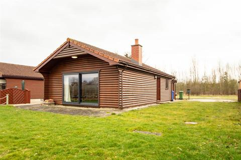 2 bedroom detached bungalow for sale - New Holland Country Park, Foggathorpe