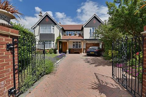 5 bedroom detached house for sale - Southcourt Avenue, Bexhill-On-Sea