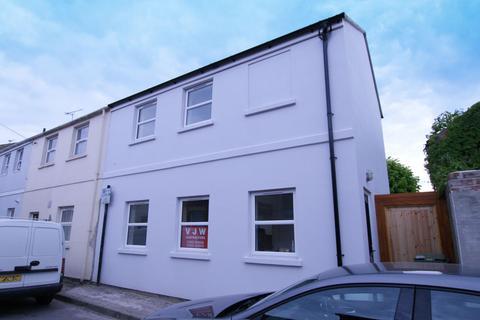 3 bedroom house share to rent - Upper Bath Street, Cheltenham, GL50