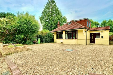 4 bedroom detached house for sale - The Chase, Ickenham, UB10
