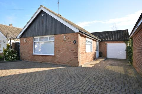 2 bedroom detached bungalow for sale - Haynes Road, Ardleigh Green, Hornchurch RM11