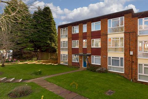 1 bedroom apartment to rent - Cleves Court, Epsom