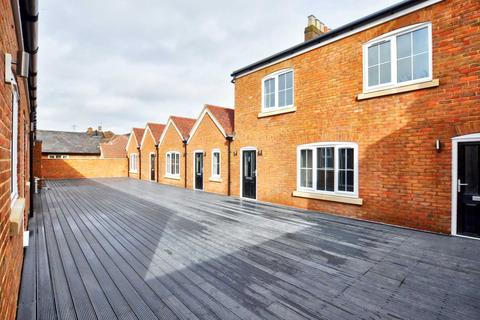 2 bedroom apartment to rent - High Street, Marlow