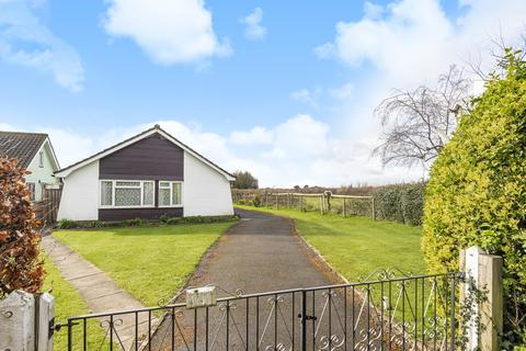3 bedroom bungalow for sale - Crouch Cross Lane, Boxgrove, PO18