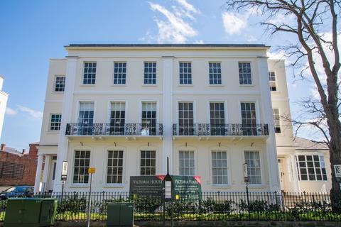 2 bedroom apartment to rent - St James Square, Cheltenham GL50 3PZ