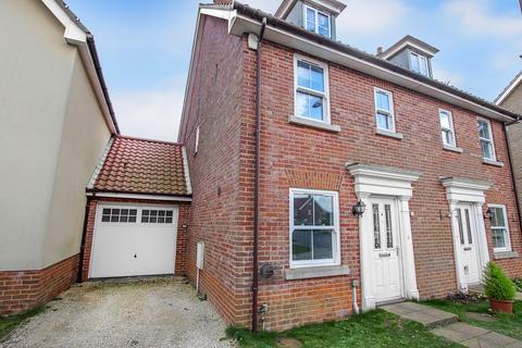 3 bedroom semi-detached house for sale - Bradfield Drive, Martham
