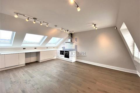 3 bedroom flat to rent - Tournay Road, Fulham, London, SW6 7UG