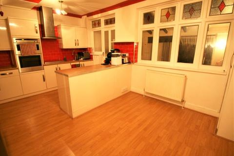 3 bedroom terraced house to rent - Eddy Close, Romford RM7