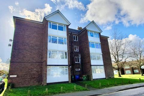 2 bedroom flat for sale - Meadgate Avenue, Chelmsford, CM2