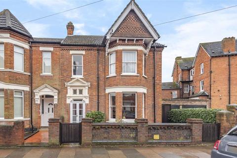 5 bedroom semi-detached house for sale - Castle Road, Bedford