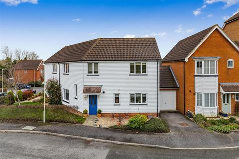 4 bedroom semi-detached house for sale - Brisley Close, Kingsnorth, Ashford