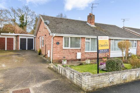 2 bedroom semi-detached bungalow for sale - Runswick Avenue, York