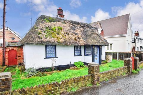2 bedroom detached bungalow for sale - Runwell Road, Wickford, Essex