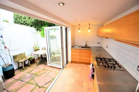 2 bedroom terraced house to rent - Kemp Street, , Brighton, BN1 4EF