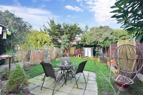 3 bedroom semi-detached house for sale - Lakemead, Ashford, Kent