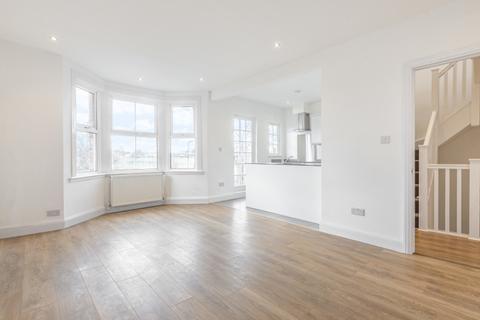3 bedroom flat to rent - Eastfields Road London W3