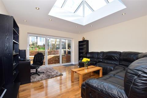 4 bedroom semi-detached house for sale - The Glen, Minster On Sea, Sheerness, Kent