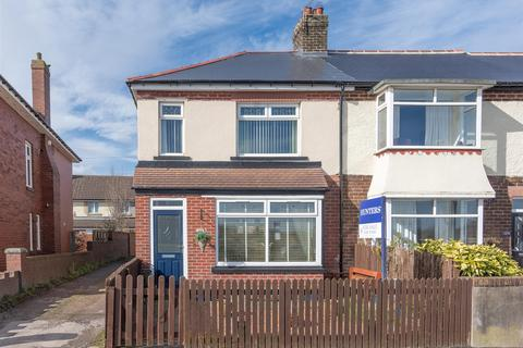 3 bedroom end of terrace house for sale - Medomsley Road, Consett, DH8 5JP