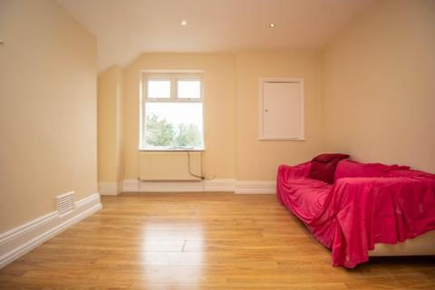2 bedroom apartment to rent - Brighton Road, Surbiton