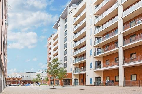 2 bedroom flat to rent - The Junction, Grays Place, Slough, Berkshire