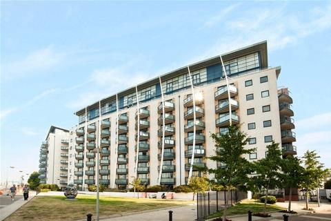 2 bedroom flat share to rent - Apollo Building, Docklands, London