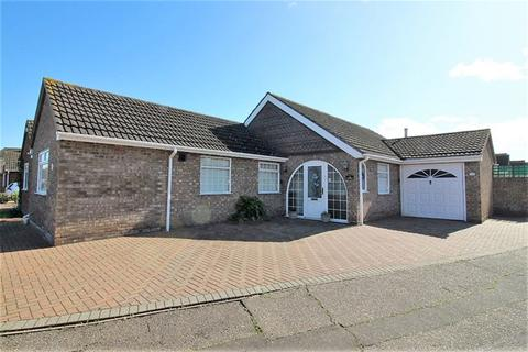 2 bedroom detached bungalow for sale - Sherwood Drive, Great Clacton, Clacton on Sea