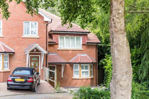 3 bedroom semi-detached house for sale - Tilgate Gardens, Coulsdon