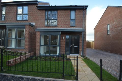 3 bedroom semi-detached house to rent - Rogers Avenue, Newcastle Under Lyme